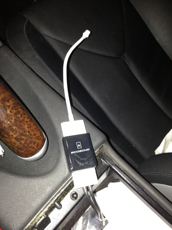 Iphone 5 lightning to 30 pin adapter works mercedes for Mercedes benz connect iphone